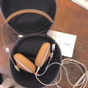 Moshi Avanti On-Ear Headphones with In-line Micphn